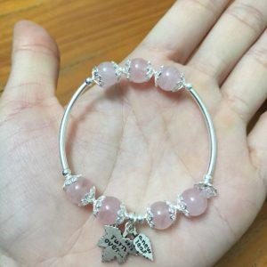 Vòng tay đá thạch anh hồng size 10 li charm Lá Phong Canada 1
