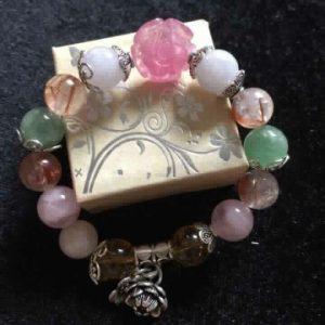 Vòng tay ngũ hành 8 li phối charm hoa mẫu đơn đá Ruby Thái